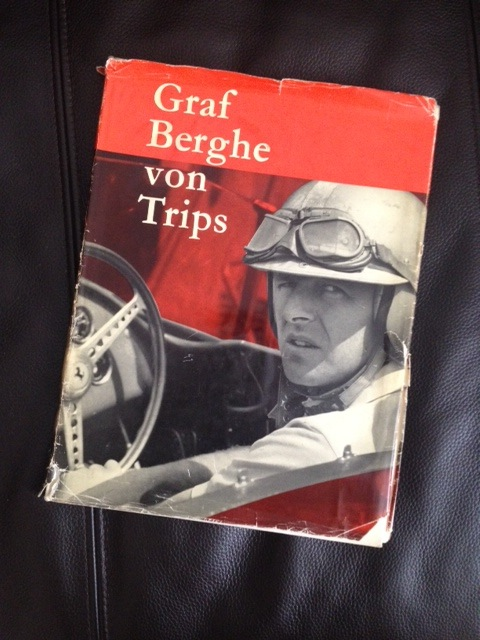 Der Bildband von Julius Weitmann erschien 1962, ein Jahr nach dem Unfalltod  des Rennfahrers. Er ist heute eine gesuchte Rarität.