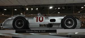 Der originale W 196 R war in diesem Jahr auf der Techno Classica in Essen zu sehen. Just zur Ausstellung des Mercedes-Museums gelang den neuen Silberpfeilen der erste Doppelsieg in der Formel 1 seit 1955. Was meinen Sie, was da am Messestand los war! Fotos: www.o-y-app.com