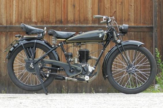 Schon mal gesehen? Rare Puch 220, gebaut von 1923 bis 1929 in Graz. Have you ever seen? Rare Puch 220, built from 1923 to 1929 in Graz.   http://www.johannpuchmuseum.at/staub-wischen-in-einer-halle-puch-220/