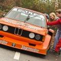 Hält nur an, um bestaunt zu werden. Der BMW 320 Gruppe 5 Faltz ist ansonsten mit High Speed auf der Rennstrecke unterwegs.  --- 11-11-2015/Essen/Germany Foto:Rainer Schimm/©MESSE ESSEN GmbH --- Verwendung / Nutzungseinschränkung: Redaktionelle Foto-Veröffentlichung über MESSE ESSEN/CONGRESS CENTER ESSEN und deren Veranstaltungen gestattet. NO MODEL RELEASE - Keine Haftung für Verletzung von Rechten abgebildeter Personen oder Objekten, die Einholung der o.g. Rechte obliegt dem Nutzer. Das Foto ist nach Nutzung zu löschen! --- Use / utilisation restriction: Editorial photographic publications about MESSE ESSEN / CONGRESS CENTER ESSEN and their events are permitted. NO MODEL RELEASE - No liability for any infringements of the rights of portrayed people or objects. The user is obliged to seek the above rights. The photograph must be deleted when it has been utilised!